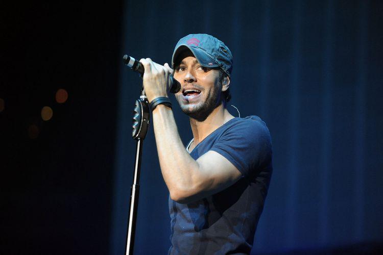 Enrique Iglesias estrena «Pendej*»